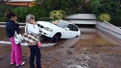 Kuvat ja video: Rankkasade nostatti tulvat turistikaduille ja vanhainkotiin – ainakin 16 kuollut