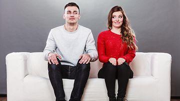 pariskunta sohvalla