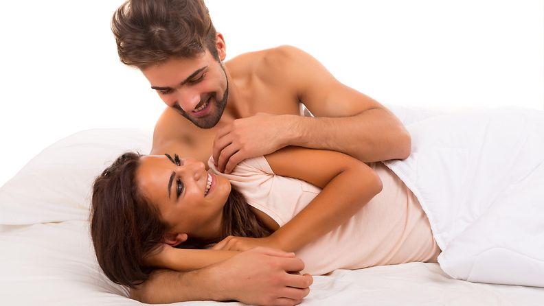 pari, sängyssä, rakkaus, hymy