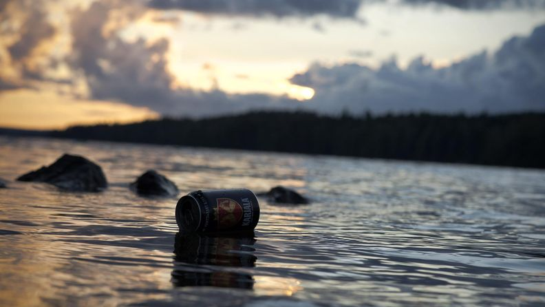 Oluttölkki järvellä