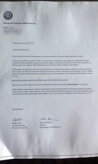 Suomalaisille Volkswagen-omistajille lähetetty kirje, kuvattuna 16. lokakuuta 2015.