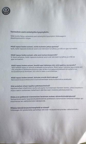 Suomalaisille Volkswagen-omistajille lähetetty kirje, kuvattuna 16. lokakuuta 2015. (1)