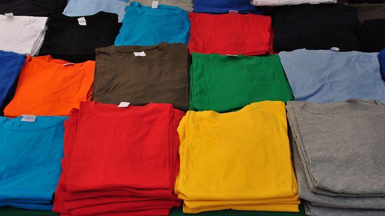 Paitoja pinossa (1)