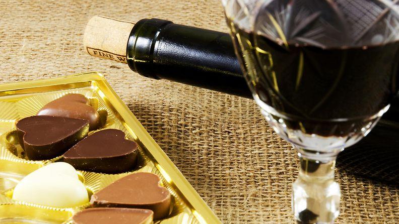Viini ja suklaa