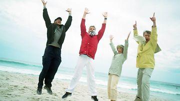 ihmiset, rannalla, hyppiä