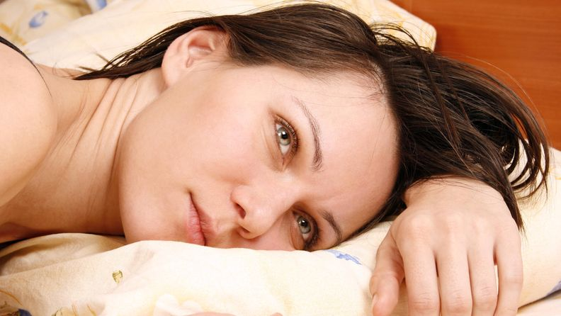 nainen, sänky, yksin