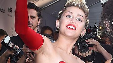 Miley Cyrus ja kainalokarvat (1)
