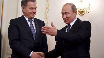 Kulttuurit kohtaavat: Vladimir Putin ja Sauli Niinistö kättelemässä.