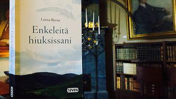 Lorna Byrnen kirja Enkeleitä Hiuksissani