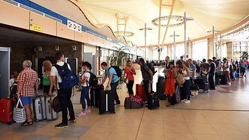 sharm-el-sheik egypti lentoturma britannia venäjä turistit lentokenttä
