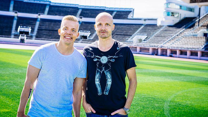 Elastinen ja Juha Tapio ohjelmassa Elastinen Feat.