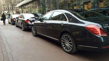 Mercedes-Maybach S 500 ja Mercedes-Benz S 350.