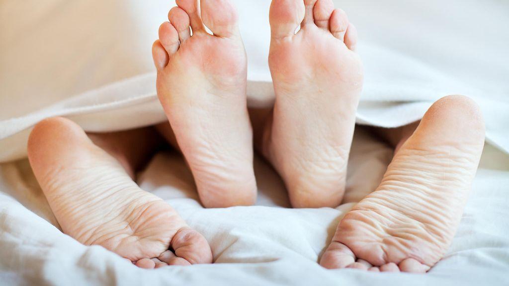 seksiä tänään musta nainen sängyssä