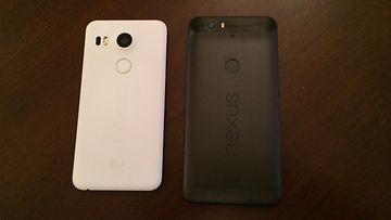 Huawei Nexus 6P (oikealla) ja LG Nexus 5X (vasemmalla)