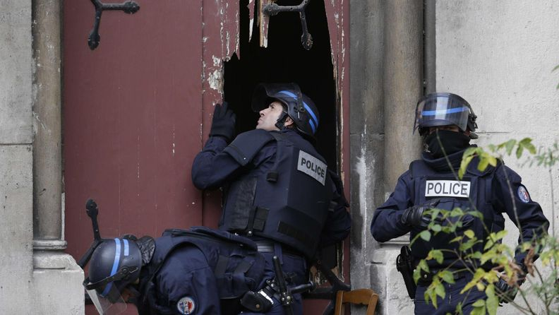 Ranska piiritys saint denis pariisi poliisi