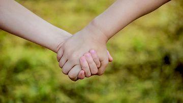 lapset, kädet