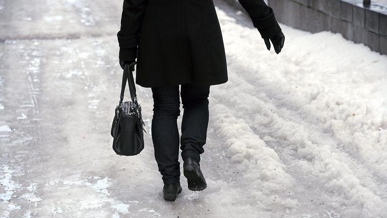 nainen_jäätikkö