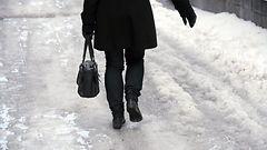 Sairaanhoitopiiri varoittaa jalankulkijoita erittäin liukkaasta kelistä: