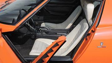 Lamborghini Miura valkoiset nahkapenkit