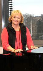 Eeva-Leena Pokela tätä nykyä. Hän toimii Sibelius-Akatemia lehtorina.