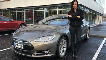 Tesla Model S P90D ja Mia Pelttari.