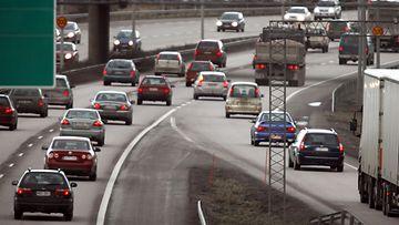 moottoritie liittyminen