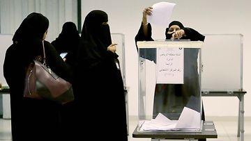 Saudinaiset uurnilla joulukuu 2015