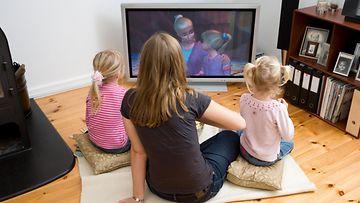 Lapset katsovat televisiota
