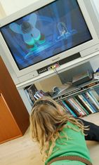 Lapset katsovat televisiota (3)