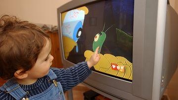 TVn katsomista (2)