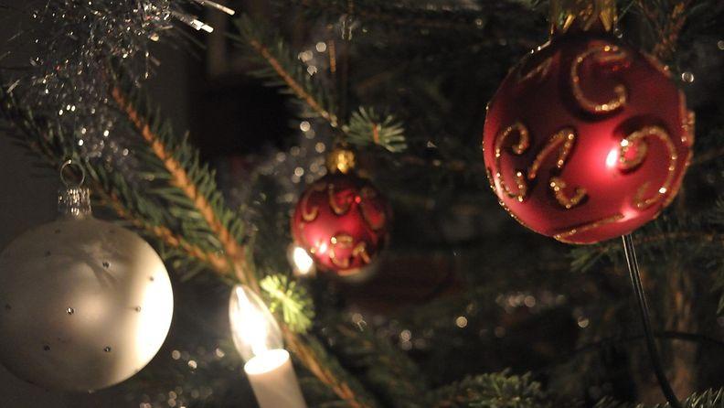 joulukuusi, koristeet