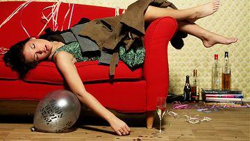 krapula, nainen, sohva
