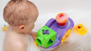 vauva, kylpy