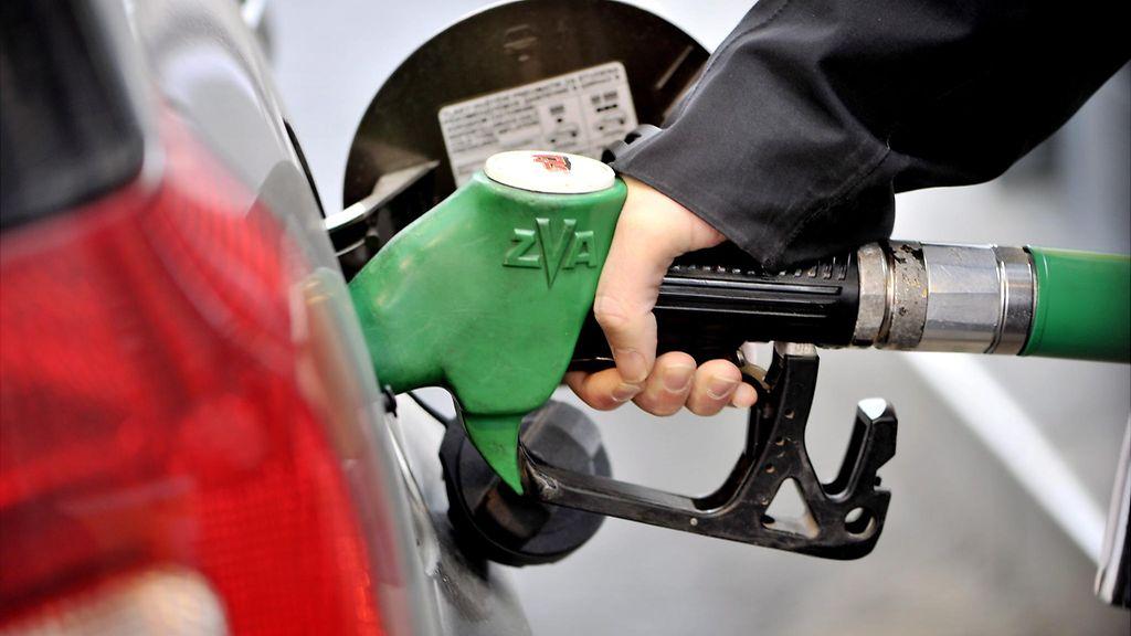 Polttoaineen hinta Suomessa Euroopan kovimpia – neljässä maassa litrahinta alle euron - Talous ...