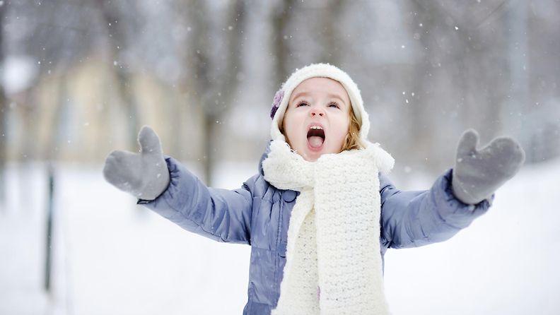 huutava lapsi talvella