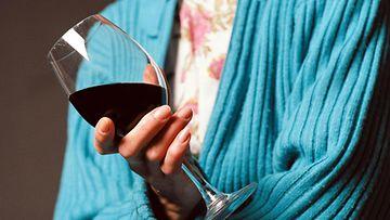 nainen_viini