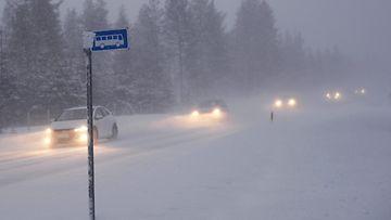 huono ajokeli lumipyry lumisade talvi tieliikenne
