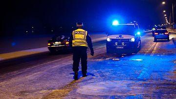 poliisiauto onnettomuuspaikalla