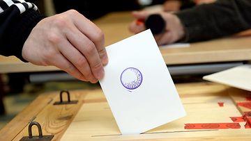 vaalit vaaliuurna äänestäminen äänestyslipuke
