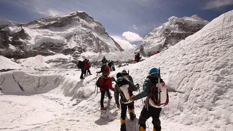 Vuorikiipeilijöitä Mount Everestillä