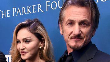 Madonna ja Sean Penn 9.1.2016 Los Angelesissa 2