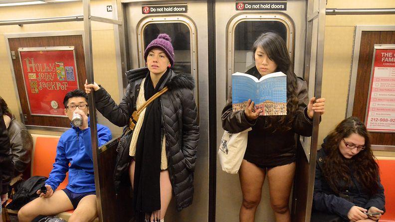 housuttomasti metrossa