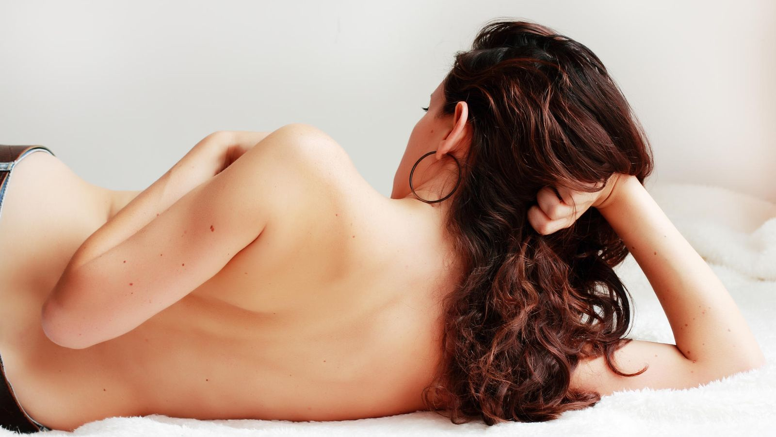 nainen alasti kotona Nivala