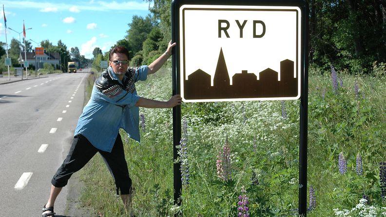 Löytyi oma kylä. Paluumatkalla Olofströmin keikalta ruotsista 2005.