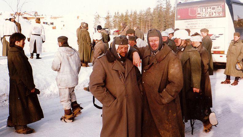 09-Stalingrad elokuvan kuvauksissa. Juha oik. Kemijärvi 1993.