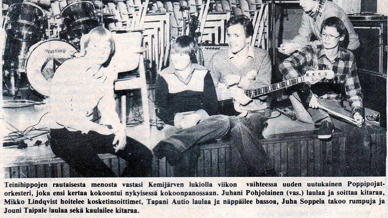 Eka keikka kemijärven lukiolla 1977. Juha oik. kapulat kourassa. Kuva: Juha Soppelan kotialbumista