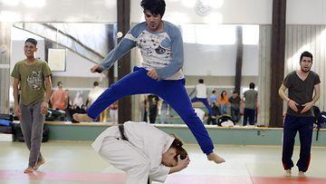turvapaikanhakijat karatekurssilla
