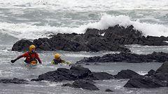 Myrskyaalto tempaisi pikkulapsen isois�n sylist� mereen Espanjassa – etsinn�t jatkuvat toista p�iv��