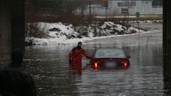 Kuvat: Tulva on vallannut teit� ja peltoja etel�ss� ja l�nness�