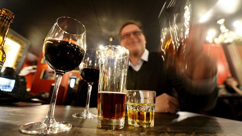 Baari ravintola kuppila alkoholi olut viini viski